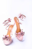 Pares de zapatos de las mujeres de la alineada Imagen de archivo