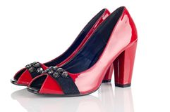 Pares de zapatos del rojo de la mujer Foto de archivo libre de regalías