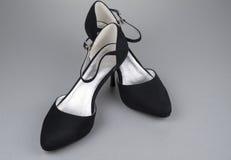 Pares de zapatos femeninos negros Imagen de archivo libre de regalías
