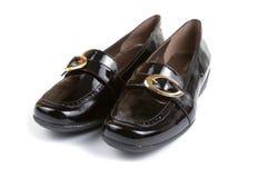 Pares de zapatos negros femeninos Foto de archivo