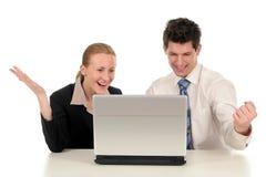 Pares del asunto con la computadora portátil Fotografía de archivo libre de regalías
