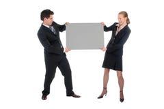 Pares del asunto que llevan a cabo la muestra en blanco fotografía de archivo libre de regalías