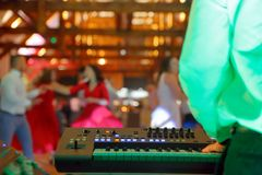 Pares del baile durante evento del partido o la celebración de la boda Foto de archivo libre de regalías