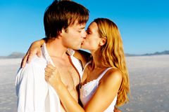 Pares del beso del amor Imagen de archivo libre de regalías