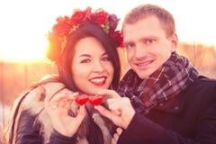 Pares del día de tarjeta del día de San Valentín Foto de archivo libre de regalías