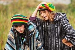 Pares del hippie que se divierten al aire libre Fotografía de archivo
