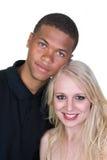 Pares del hombre negro y de la mujer blanca en amor Imagenes de archivo