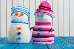 Pares del muñeco de nieve hecho a mano Navidad romántica Fotografía de archivo libre de regalías