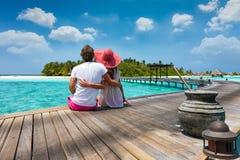 Pares del viajero de la luna de miel en las islas de Maldivas Imagen de archivo libre de regalías