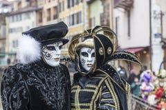 Pares disfrazados - carnaval veneciano 2013 de Annecy Imagen de archivo libre de regalías