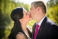 Pares do amor no parque Imagem de Stock Royalty Free