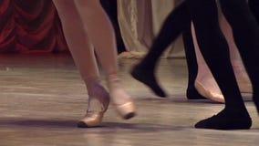 Pares do bailado na fase video estoque