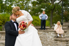 Pares do casamento com miúdos Foto de Stock