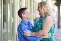Pares do Transgender que abraçam-se Imagens de Stock Royalty Free