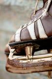 Pares do vintage de patins de gelo dos homens fotografia de stock royalty free