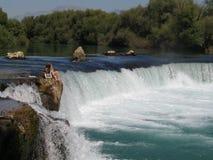 Pares e cachoeira foto de stock royalty free