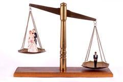 Pares e celibatário nupciais na escala de bronze imagens de stock royalty free