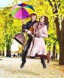Pares el el otoño de la fecha al aire libre. Fotografía de archivo