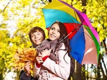 Pares el el otoño de la fecha al aire libre. Imagenes de archivo