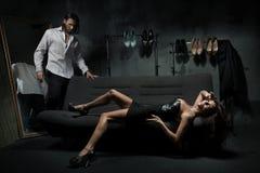Pares elegantes 'sexy' Fotografia de Stock Royalty Free