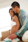 Pares embarazadas fotografía de archivo libre de regalías