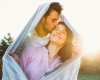 Pares embarazadas felices y de los jóvenes Imágenes de archivo libres de regalías