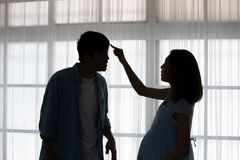 Pares embarazadas que pelean fotografía de archivo