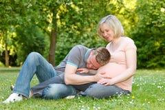 Pares embarazados Fotos de archivo