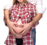 Pares embarazados en amor Fotografía de archivo