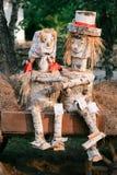 pares en amor, bosque, registros handmade Bosque de los árboles Imágenes de archivo libres de regalías