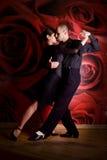Pares en amor en el club nocturno Fotografía de archivo libre de regalías