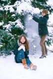 Pares en amor en invierno Fotografía de archivo libre de regalías
