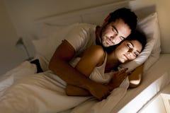 Pares en cama Fotografía de archivo