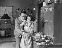 Pares en cocina Fotografía de archivo libre de regalías
