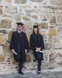 Pares en el día de graduación Foto de archivo libre de regalías