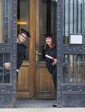 Pares en el día de graduación Imagen de archivo