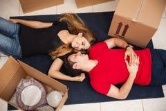 Pares en el embalaje del amor Imagen de archivo libre de regalías