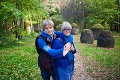 Pares en el parque de piedra Imagen de archivo libre de regalías