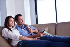 Pares en el sofá Imagen de archivo