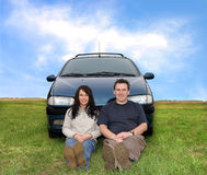 Pares en el viaje del coche imagen de archivo