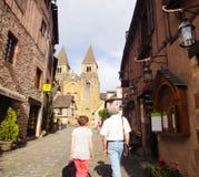 Pares en la abadía Conques - Francia Imágenes de archivo libres de regalías