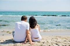 Pares en la playa Foto de archivo