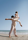 Pares en la playa Fotografía de archivo libre de regalías