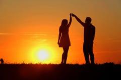 Pares en la puesta del sol Fotografía de archivo