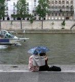 Pares en París Imágenes de archivo libres de regalías