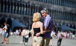 Pares en Plazza San Marco, Venecia, Italia Fotos de archivo libres de regalías