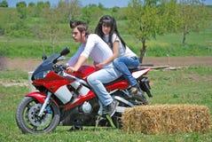 Pares en una moto Fotografía de archivo