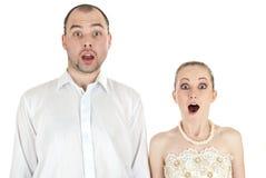 Pares engraçados bonitos do casamento Fotografia de Stock