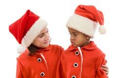 Pares engraçados de meninas no Natal imagem de stock royalty free