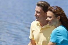 Pares envejecidos medios felices del hombre y de la mujer Imágenes de archivo libres de regalías